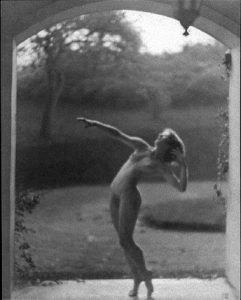 Desha Delteil posing for Frishmuth's The Vine, which was completed in 1921.