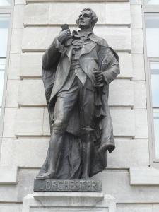 Guy Carleton, Lord Dorchester (1724-1808), statue de la façade de l'hôtel du Parlement, Québec. Photo: Jean Gagnon / Wikipedia